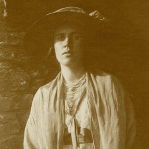 Vanessa Bell at Durbins in 1911.