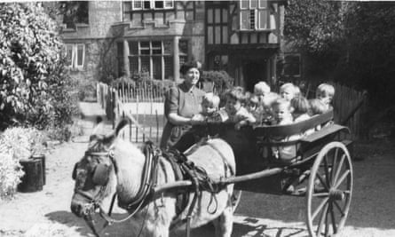 Toddlers evacuated by donkey cart, Lyme Regis, in 1945.