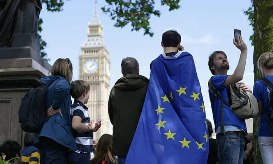 The human rights of EU nationals living in the UK should not be used as bargaining chips in Brexit negotiations, the committee has warned.