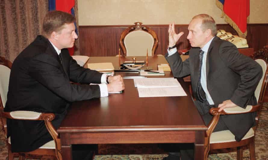Vladimir Putin gestures as he speaks to the then Vnesheconombank chairman, Vladimir Chernukhin, at a meeting in 2002.