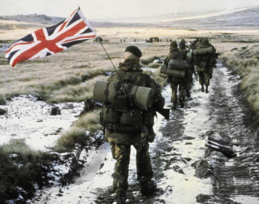 Soldiers during the Falklands war, 1982