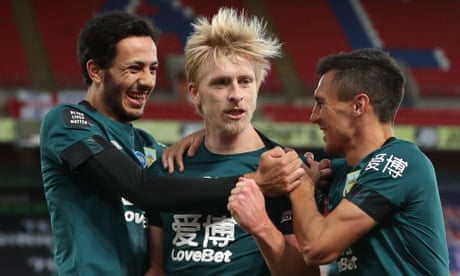 Ben Mee's header clinches victory for Burnley at Crystal Palace