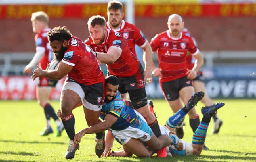Jamal Ford-Robinson of Gloucester powers past the challenge of  Zack Henry of Leicester during the Premiership Rugby match in March