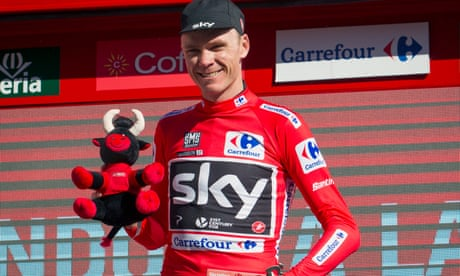 Vuelta a España: Chris Froome takes lead as Nibali wins stage two