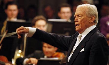 Georges Prêtre conducting the Vienna Philharmonic Orchestra at its New Year concert in 2010.
