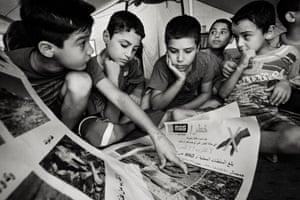 A MAG risk education session for children at Derabund refugee camp in Erbil in 2014.