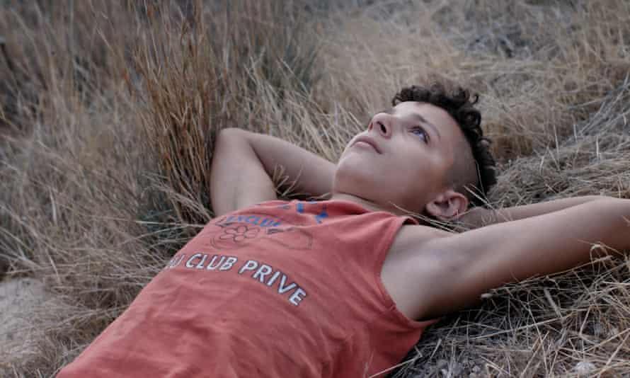 Il Mio Corpo Oscar lying on a hill