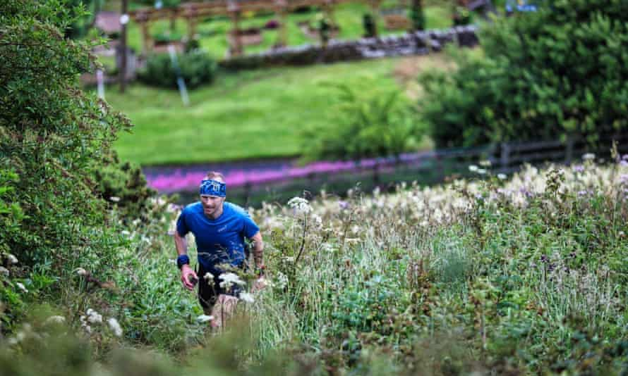Ultramarathon runner Damian Hall has set a new record time for the 268-mile Pennine Way.
