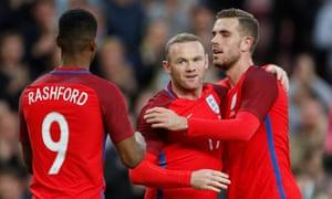 Rooney celebrates with Jordan Henderson and Marcus Rashford.