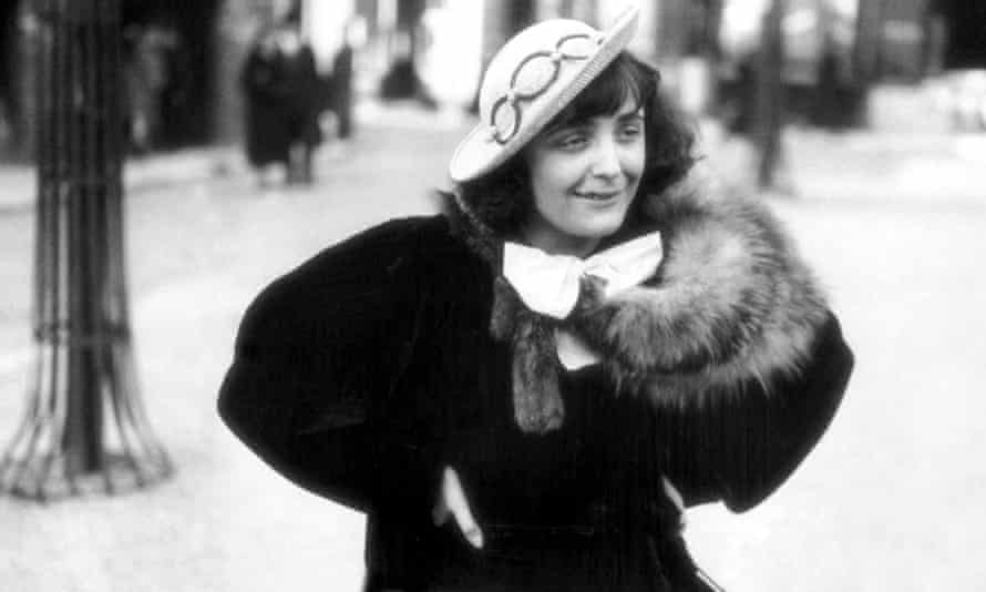 Edith Piaf in Montmartre, Paris, 1936.