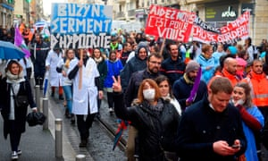 Demonstrators call for an 'emergency plan' for public hospitals on 14 November 2019 in Bordeaux.