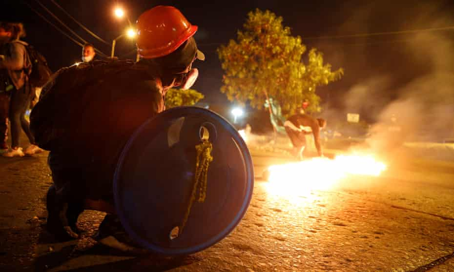 People protest last week in the Siloe neighborhood, scene of clashes between demonstrators and police, in Cali, Colombia.