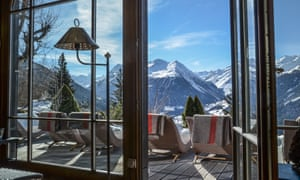 Patio parfait … Hotel Bella Tola, Saint-Luc, Switzerland