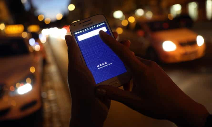 Hailing an Uber cab
