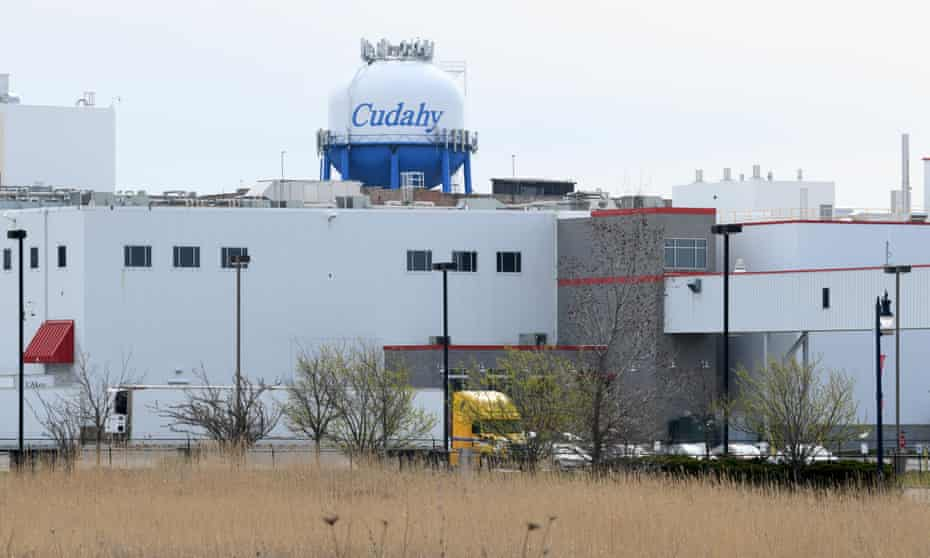The Kudahi Smithfield Meatpacking Plant in Kudahi, near Milwaukee, was partially shut down in April 2020 following an outbreak of Kovid 19.  Most workers at the Wisconsin Meatpacking Plant are Latino, with low vaccination rates.