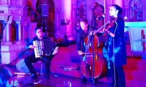 Rhiannon Giddens (right) and Francesco Turrisi (left) performing in Wormwood Scrubs chapel.