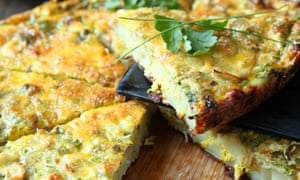 Italian Frittata with slices of fresh greens, foodD94J30 Italian Frittata with slices of fresh greens, food