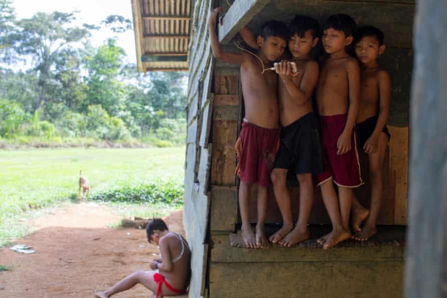 Yanomamas children at the Maloca Paapiú health centre.