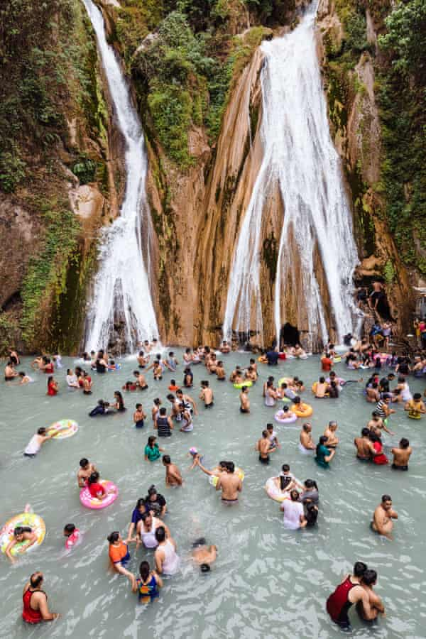 13 km from Mussoorie, in the hilly interior of Uttarakhand, Kempty Falls were discovered as a tourist destination by a British Army officer John Mekinan in 1835.