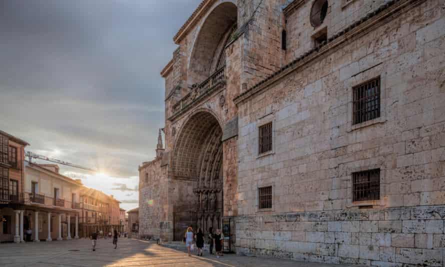 Hogar de la Catedral.  El Burgo de Osma, Soria, España.  Hogar de la Catedral FKK86T.  El Burgo de Osma, Soria, España.