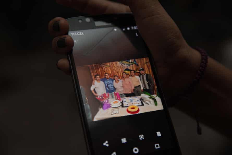 Doris Ortiz Trinidad, Arnulfo's sister, shows a photo of the family at a reunion last year.