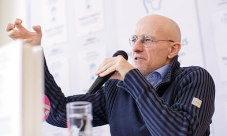 Sergio Canavero claims first-ever human head transplant was 'imminent'epa06335468 Italian neurosurgeon Sergio Canavero gestures as he speaks during a news conference in Vienna, Austria, 17 November 2017. Canavero plans the first ever human head transplant to happen in China. It was 'imminent,' Canavero said claiming he had already sucessfully transplanted a human head on a corpse. EPA/LISI NIESNER