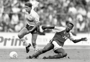 Paul Gascoigne skips past Michael Thomas.