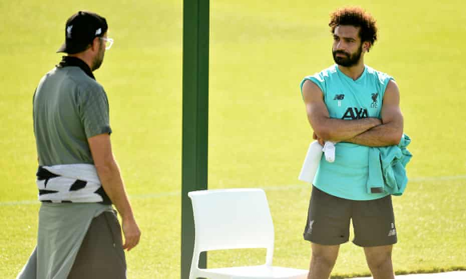 Jürgen Klopp and Mohamed Salah at a training session this week. Liverpool need two wins to secure the title