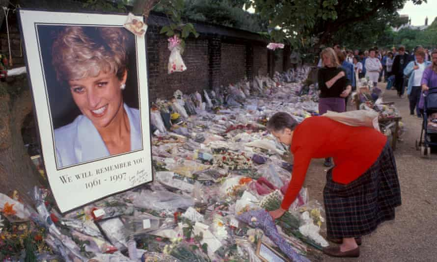 Well-wishers leave flowers and tributes outside Kensington Palace after Diana's funeral.