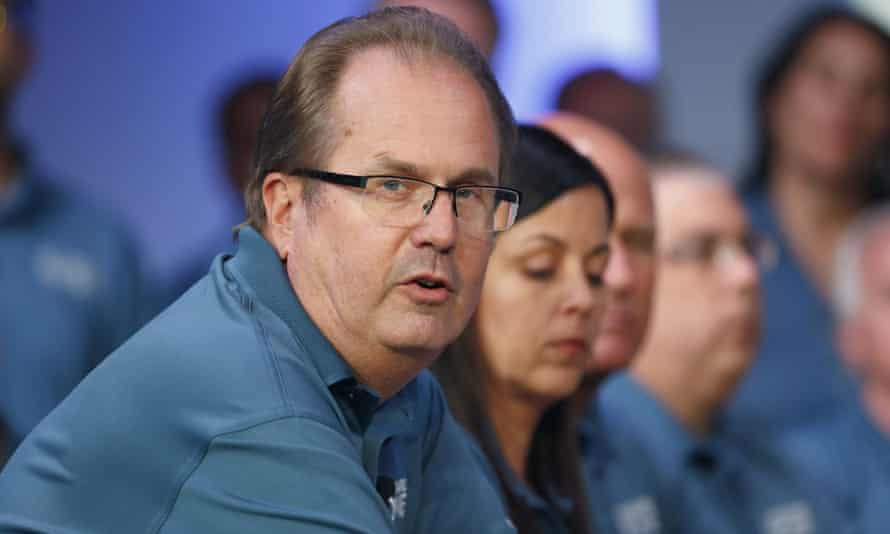 Gary Jones speaks during contract talks with Fiat Chrysler in Auburn Hills, Michigan in July.