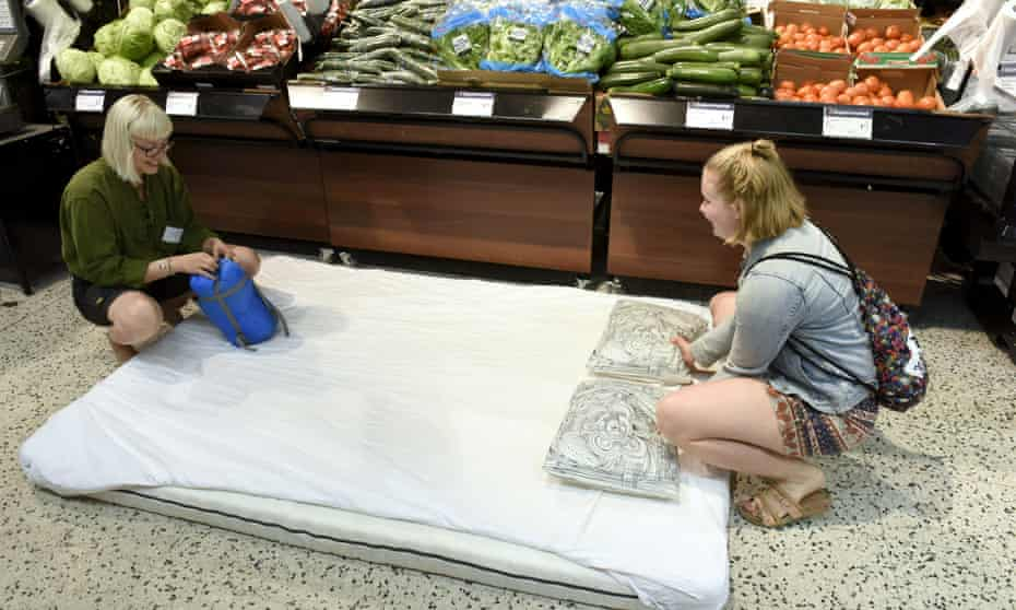 Customers were invited to bed down in a Helsinki supermarket to cool off.