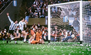 Mario Kempes scores for Argentina against Holland in the 1978 World Cup final.