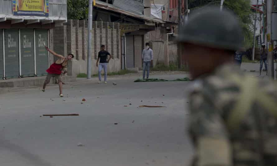 Kashmiri protesters throw stones at Indian paramilitary officers in Srinagar at the weekend