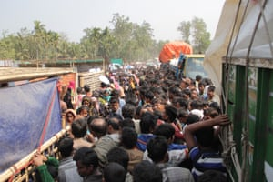 Rohingyan refugees queue for water jugs in Balukhali camp in Cox's Bazar.
