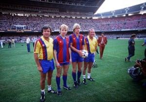 تری ونابلس مدیر بارسلونا (سمت چپ) با خرید جدید خود استیو آرچیبالد ، براند شوستر و دستیارش آلن هریس در ژوئیه 1984.