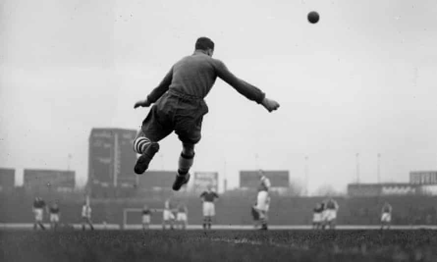 Arsenal goalkeeper George Swindin hoofs the ball upfield in a game against Chelsea at Stamford Bridge in 1937. There is still a lingering belief that a long clearance from the goalkeeper is the default and playing short is risky.