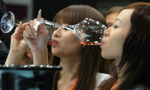 Chinese drinkers consumed 1.86bn bottles of vin rouge in 2013.