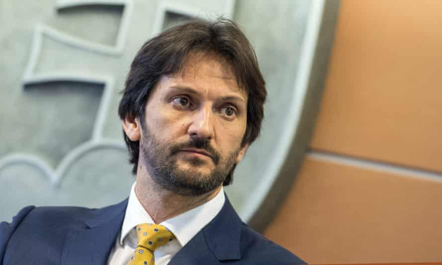 Robert Kaliňák has resigned as Slovakia's interior minister and deputy prime minister.