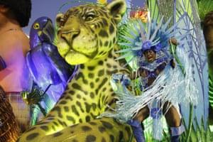 A performer from the Portela samba school