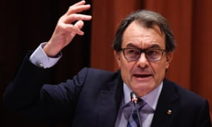 Artur Mas, the president of Catalonia, backs the resolution in parliament