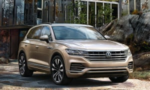 volkswagen touareg parked outside a modern house