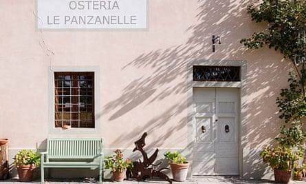 Внешний выстрел фасада ресторана Osteria Le Panzanelle недалеко от Панцано, Тоскана, Италия.
