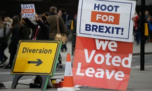 Pro-Brexit protesters rally outside parliament.