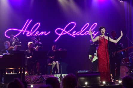 Helen Reddy depicted on stage in the film