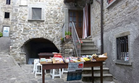 A street book stall in the town of Montereggio, Italy