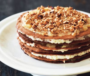 Nuts in November: winter apple layer cake.