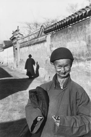 Near the Forbidden City, a simpleton whose job is to escort brides in a sedan chair, Beijing, December 1948 Cartier-Bresson travelled to China in November 1948 intending to stay for two weeks for a Life magazine assignment to report on the 'last days of Beijing'. He stayed 10 months, leaving only a few days before the proclamation of the People's Republic of China on 1 October 1949