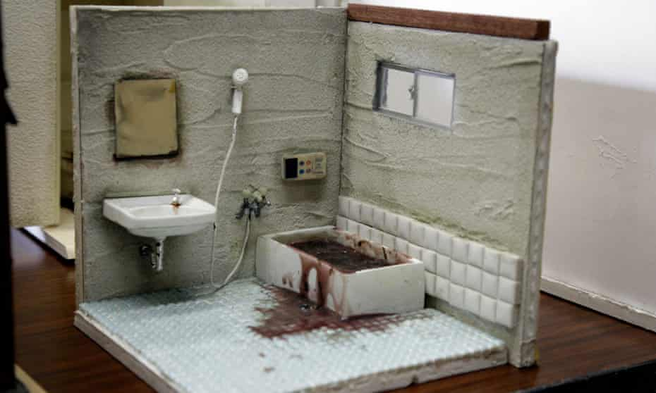 A diorama by Miyu Kojima depicting a hypothetical room where a person died in the bathtub of natural causes.