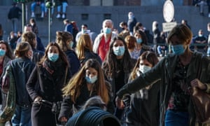People wear face masks at Castello Square in Turin, Italy amid the coronavirus pandemic, 18 October 2020.