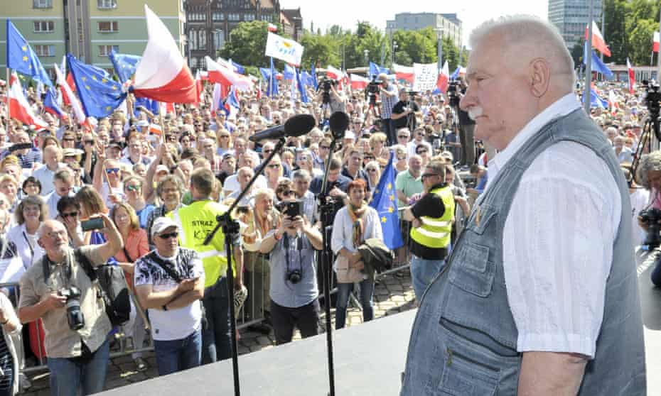 Lech Wałęsa addresses a large crowd of anti-government protesters in Gdańsk
